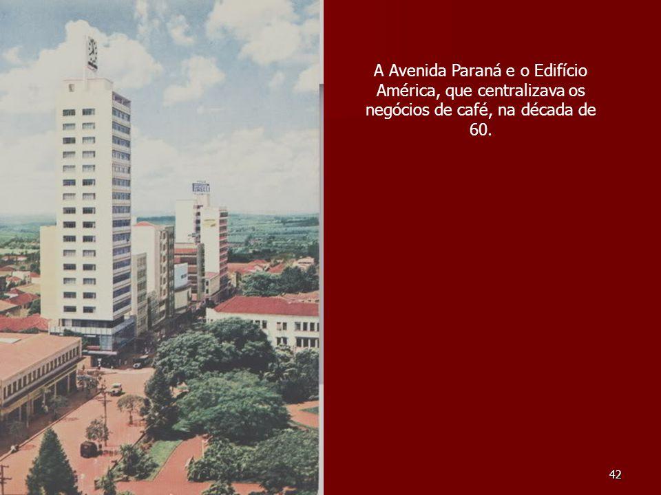 42 A Avenida Paraná e o Edifício América, que centralizava os negócios de café, na década de 60.