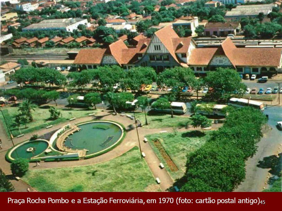 45 Praça Rocha Pombo e a Estação Ferroviária, em 1970 (foto: cartão postal antigo)