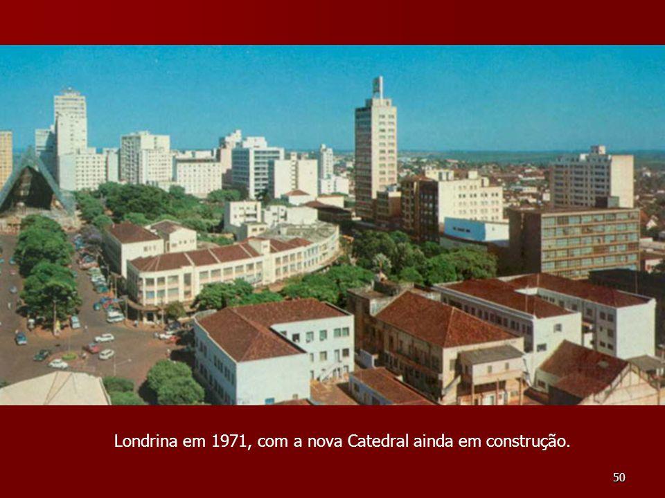 50 Londrina em 1971, com a nova Catedral ainda em construção.