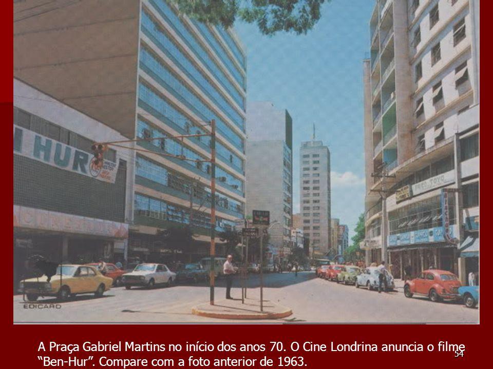 """54 A Praça Gabriel Martins no início dos anos 70. O Cine Londrina anuncia o filme """"Ben-Hur"""". Compare com a foto anterior de 1963."""