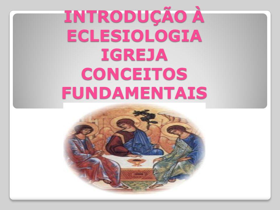 Em segundo lugar, segundo a ordem dos capítulos, os dois primeiros apresentam o ensino sobre o mistério da Igreja; enquanto o primeiro considera o corpo eclesial a partir do mistério trinitário, o segundo apresenta o seu desenvolvimento histórico.