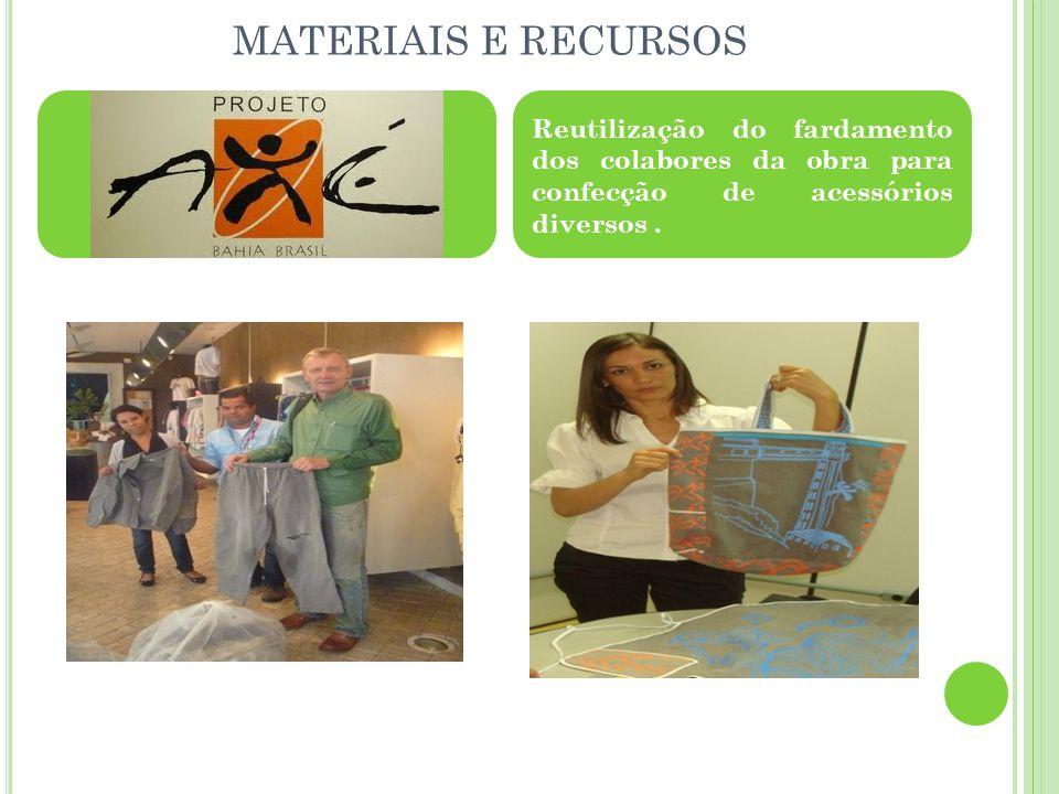 MATERIAIS E RECURSOS Reutilização do fardamento dos colabores da obra para confecção de acessórios diversos.