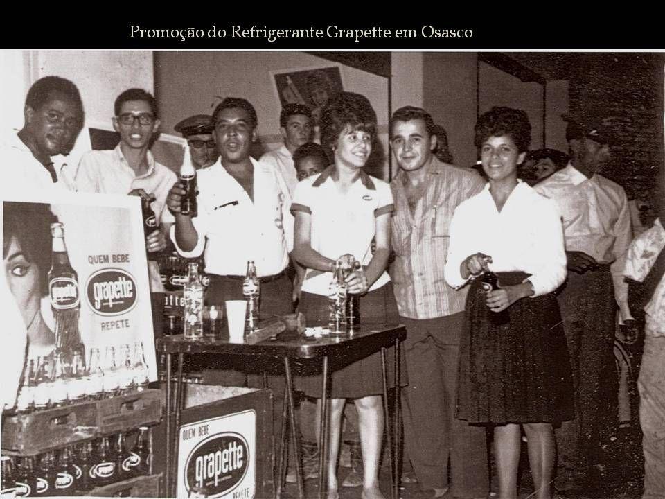 Na década de 60 surgiu no mercado o refrigerante Grapette. Eu tinha uns 8 ou 9 anos A marca fez uma promoção em Osasco, na Rua João Batista próximo ao