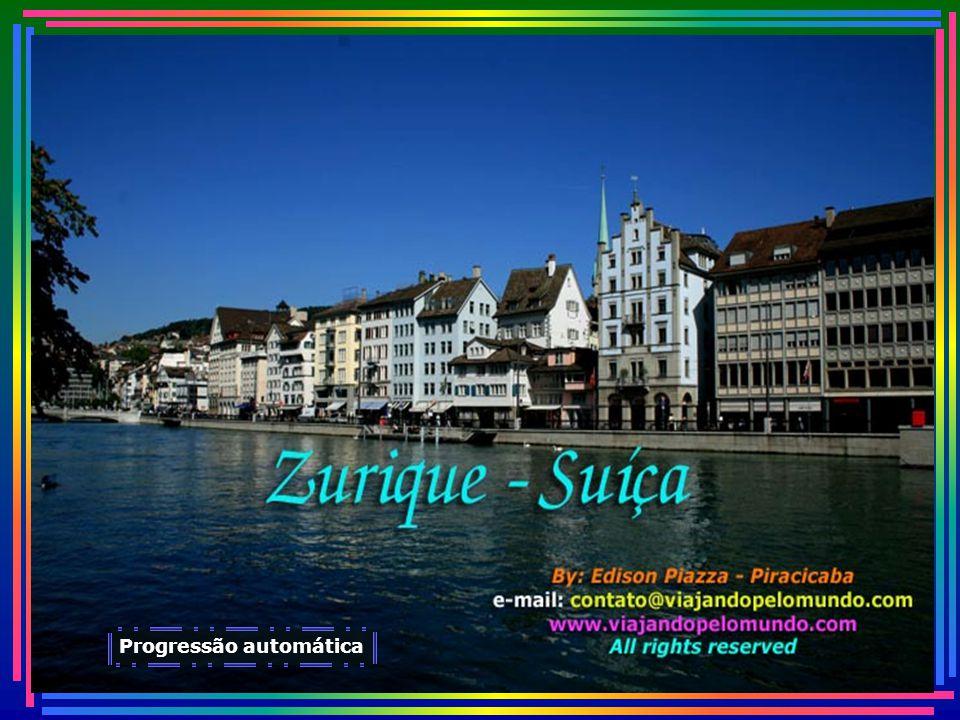 Sua população se situa ao redor de 380 mil habitantes, de maioria protestante...