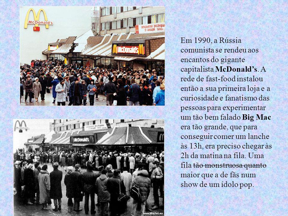 Em 1990, a Rússia comunista se rendeu aos encantos do gigante capitalista McDonald's. A rede de fast-food instalou então a sua primeira loja e a curio