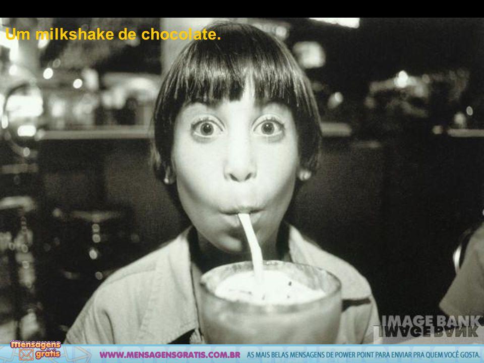 Um milkshake de chocolate.