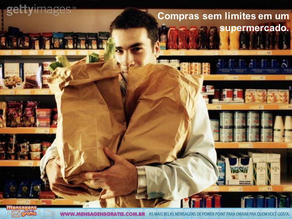 Compras sem limites em um supermercado.