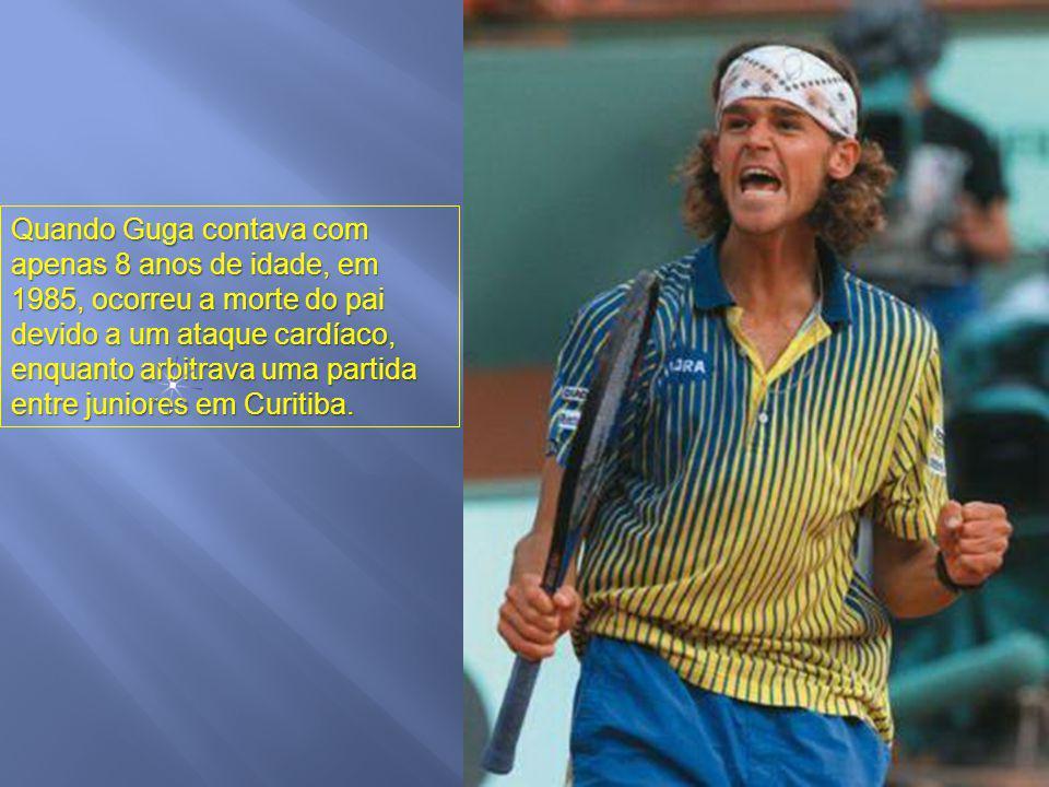 O segundo fato refere-se a seu pai, jogador amador de tênis e incentivador da educação pelo esporte, que colaborava nos campeonatos como juiz de cadei