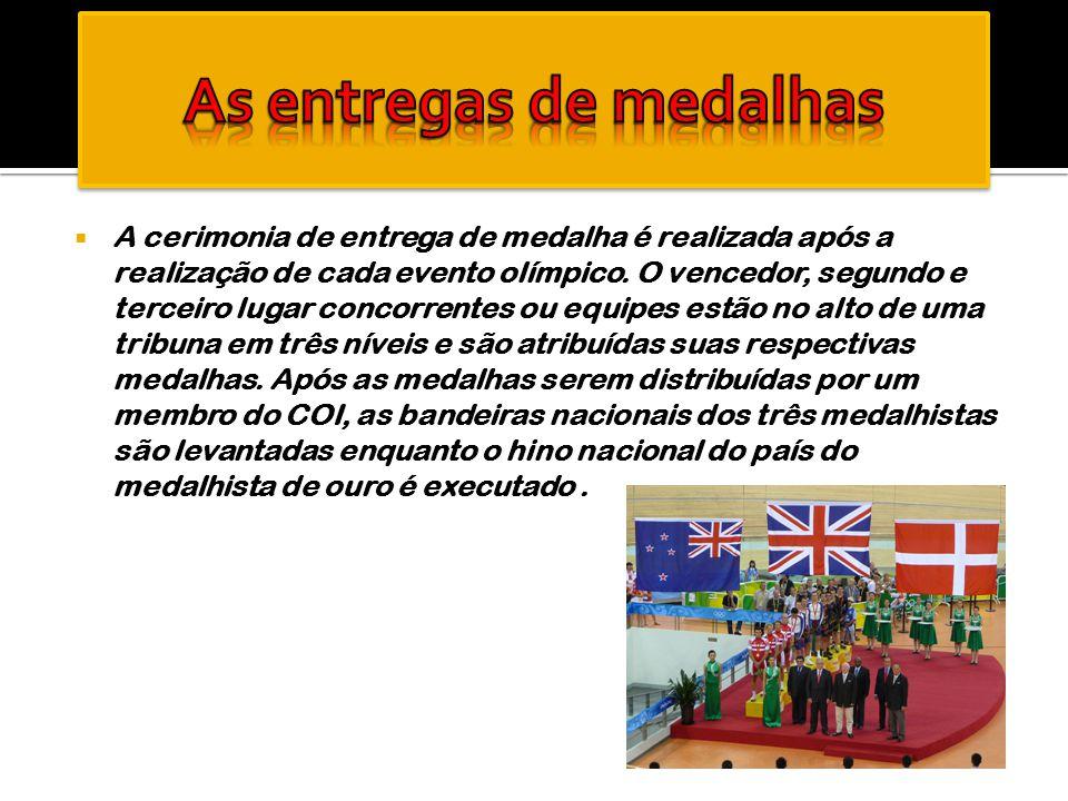  A cerimonia de entrega de medalha é realizada após a realização de cada evento olímpico. O vencedor, segundo e terceiro lugar concorrentes ou equipe