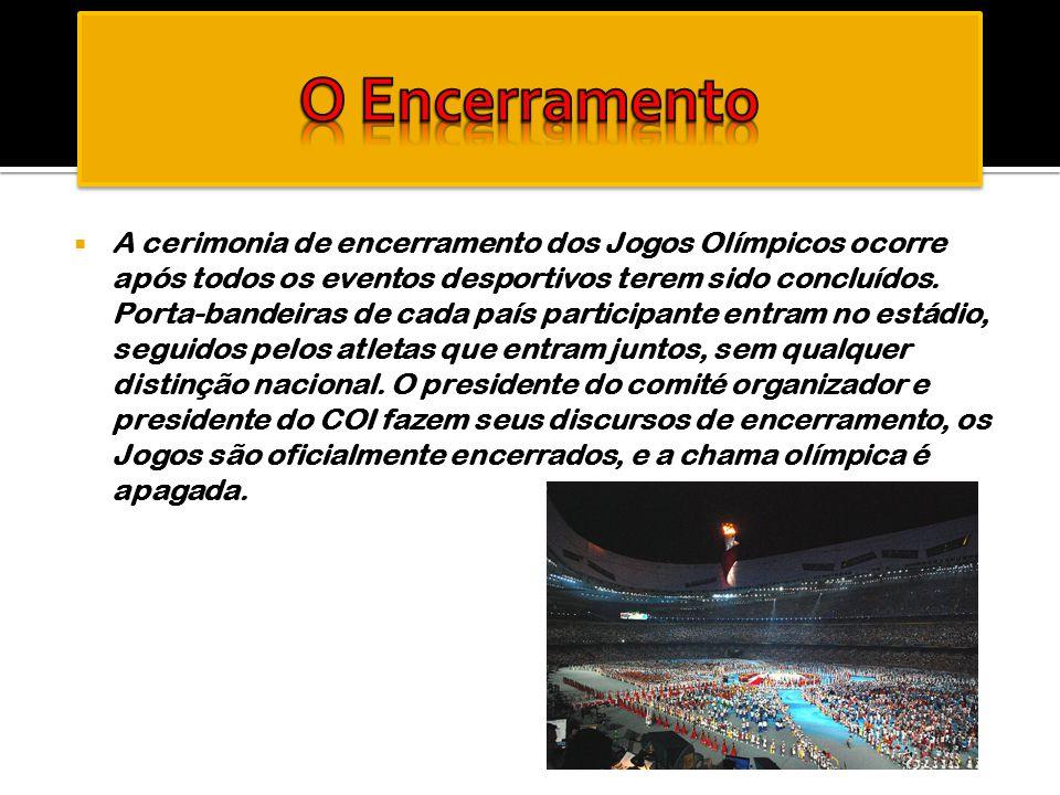  A cerimonia de encerramento dos Jogos Olímpicos ocorre após todos os eventos desportivos terem sido concluídos. Porta-bandeiras de cada país partici