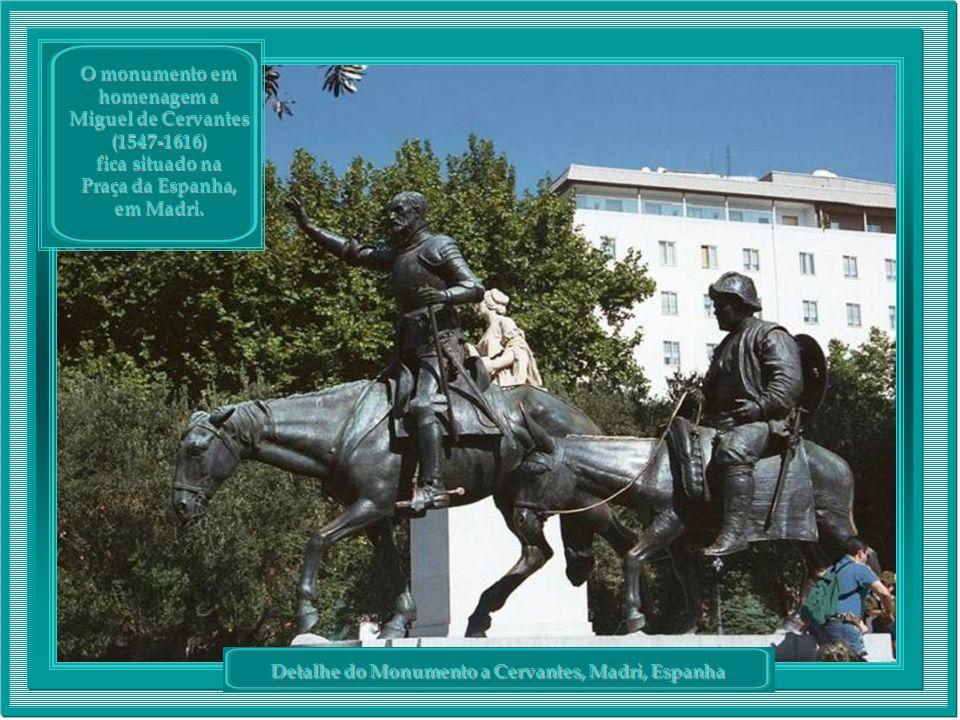 Detalhe do Monumento a Cervantes, Madri, Espanha O monumento em homenagem a Miguel de Cervantes (1547-1616) fica situado na Praça da Espanha, em Madri.