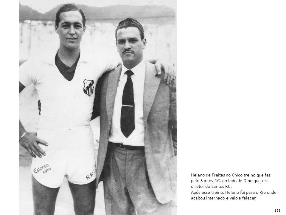 Heleno de Freitas no único treino que fez pelo Santos F.C. ao lado de Dino que era diretor do Santos F.C. Após esse treino, Heleno foi para o Rio onde