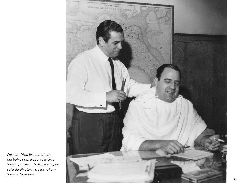 Foto de Dino brincando de barbeiro com Roberto Mário Santini, diretor de A Tribuna, na sala da diretoria do jornal em Santos. Sem data. 45