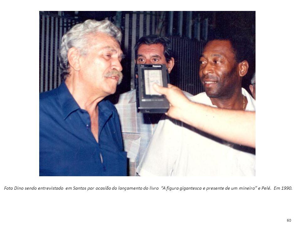 """Foto Dino sendo entrevistado em Santos por ocasião do lançamento do livro """"A figura gigantesca e presente de um mineiro"""" e Pelé. Em 1990. 60"""
