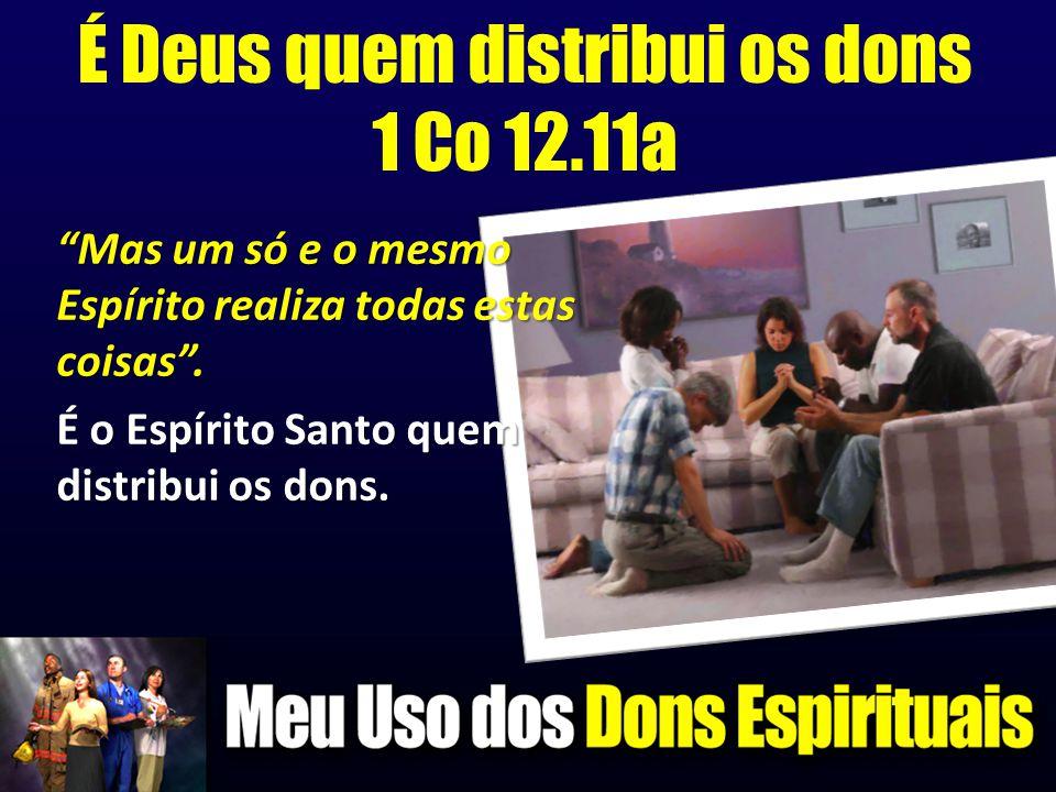 """É Deus quem distribui os dons 1 Co 12.11a """"Mas um só e o mesmo Espírito realiza todas estas coisas"""". É o Espírito Santo quem distribui os dons."""