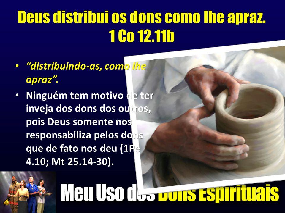 """Deus distribui os dons como lhe apraz. 1 Co 12.11b • """"distribuindo-as, como lhe apraz"""". • Ninguém tem motivo de ter inveja dos dons dos outros, pois D"""