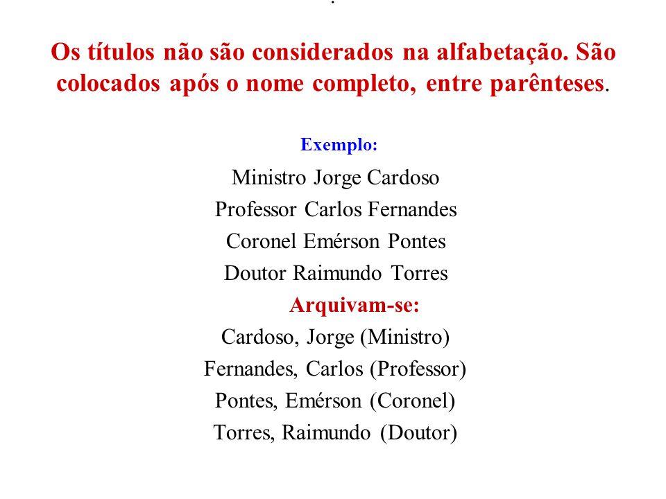 . Os títulos não são considerados na alfabetação. São colocados após o nome completo, entre parênteses. Exemplo: Ministro Jorge Cardoso Professor Carl