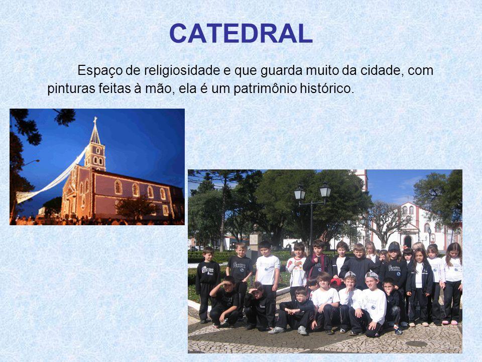 CATEDRAL Espaço de religiosidade e que guarda muito da cidade, com pinturas feitas à mão, ela é um patrimônio histórico.