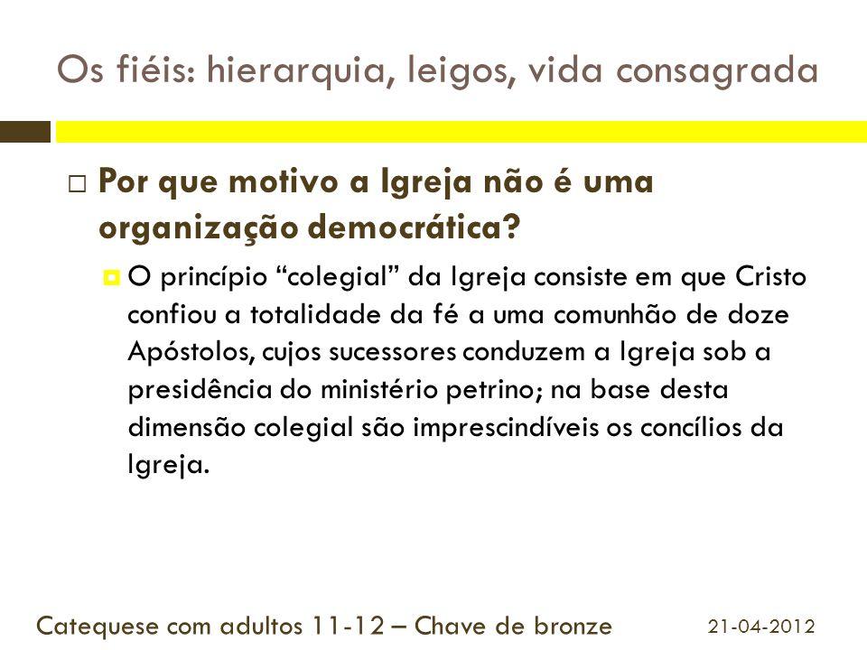"""Os fiéis: hierarquia, leigos, vida consagrada  Por que motivo a Igreja não é uma organização democrática?  O princípio """"colegial"""" da Igreja consiste"""