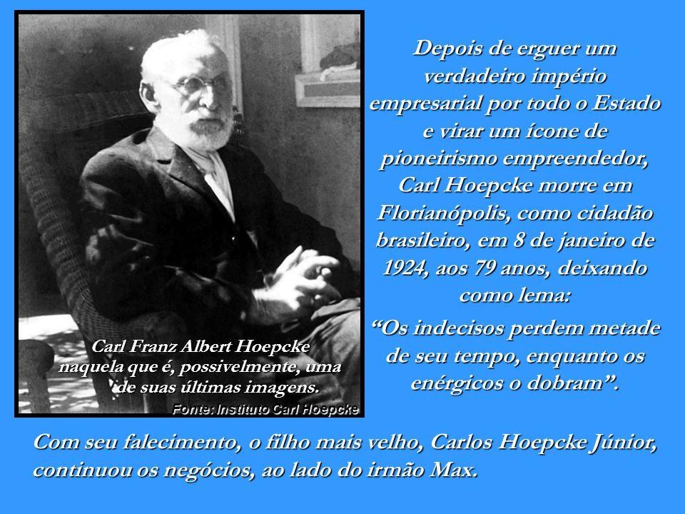 1913 A Fábrica de Rendas e Bordados Hoepcke foi criada por Carl Hoepcke e Ricardo Ebel, em Florianópolis nos altos da Rua Felipe Schmidt. Em 1928 tinh