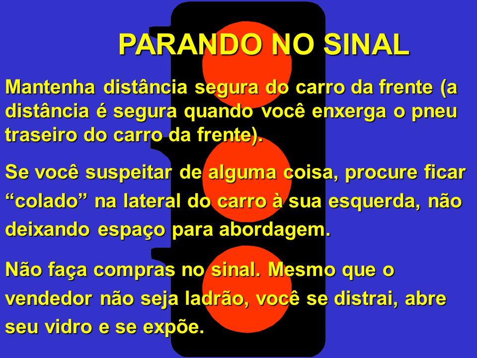 ALTO RISCO RISCO MÉDIO BAIXO RISCO É importante manter uma distância do carro da frente, como margem de manobra em caso de necessidade.