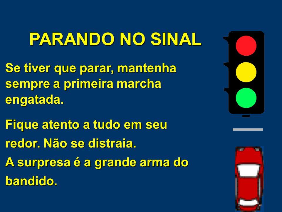 PARANDO NO SINAL Quando o sinal estiver vermelho, procure manter seu carro à direita da rua.