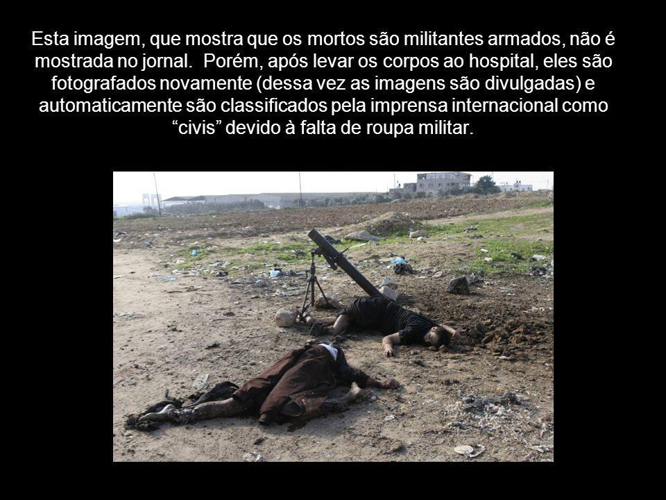 Esta imagem, que mostra que os mortos são militantes armados, não é mostrada no jornal. Porém, após levar os corpos ao hospital, eles são fotografados