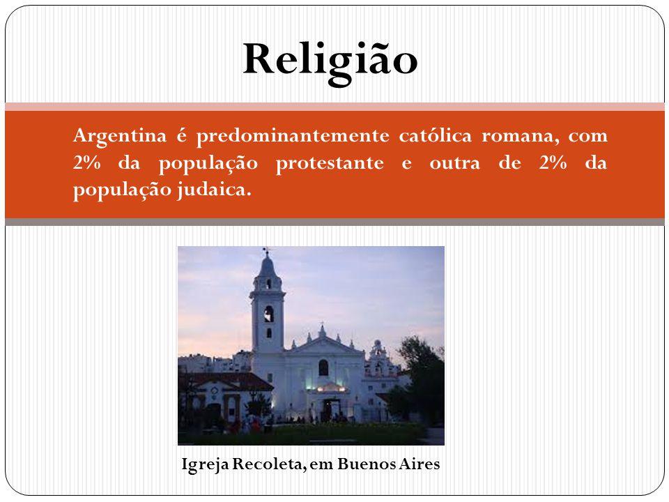 Religião Argentina é predominantemente católica romana, com 2% da população protestante e outra de 2% da população judaica. Igreja Recoleta, em Buenos