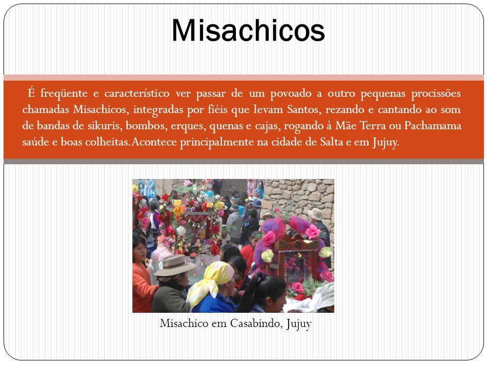 É freqüente e característico ver passar de um povoado a outro pequenas procissões chamadas Misachicos, integradas por fiéis que levam Santos, rezando