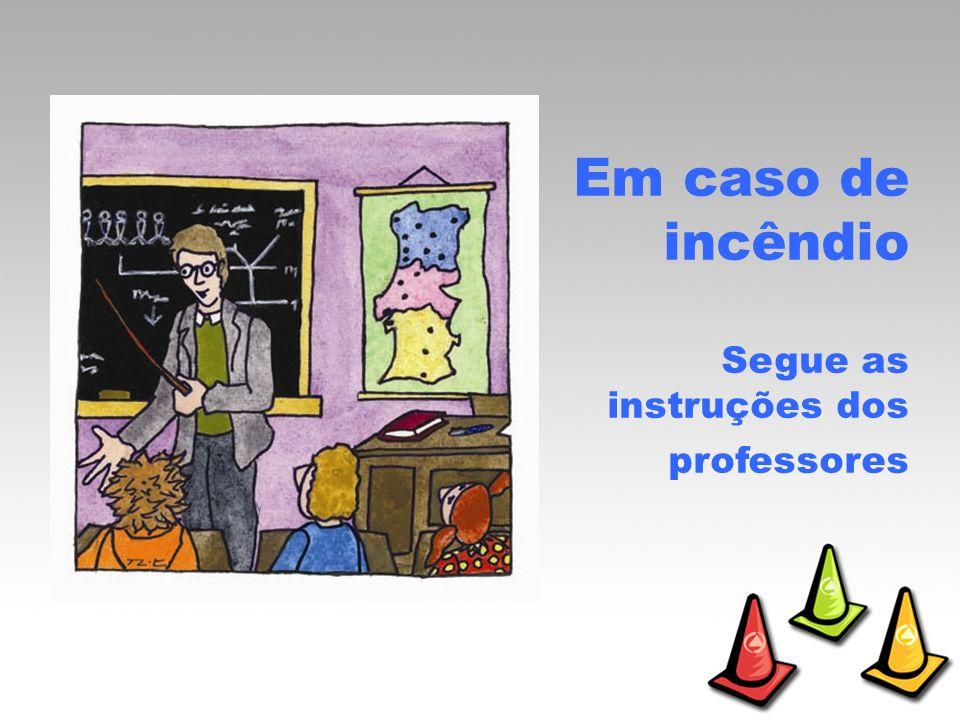 Em caso de incêndio Segue as instruções dos professores