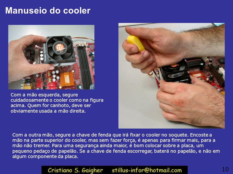 Fixando o cooler No cooler existe uma alça metálica que deve ser presa ao soquete. Uma das extremidadas tem um apoio para chave de fenda, a outra não