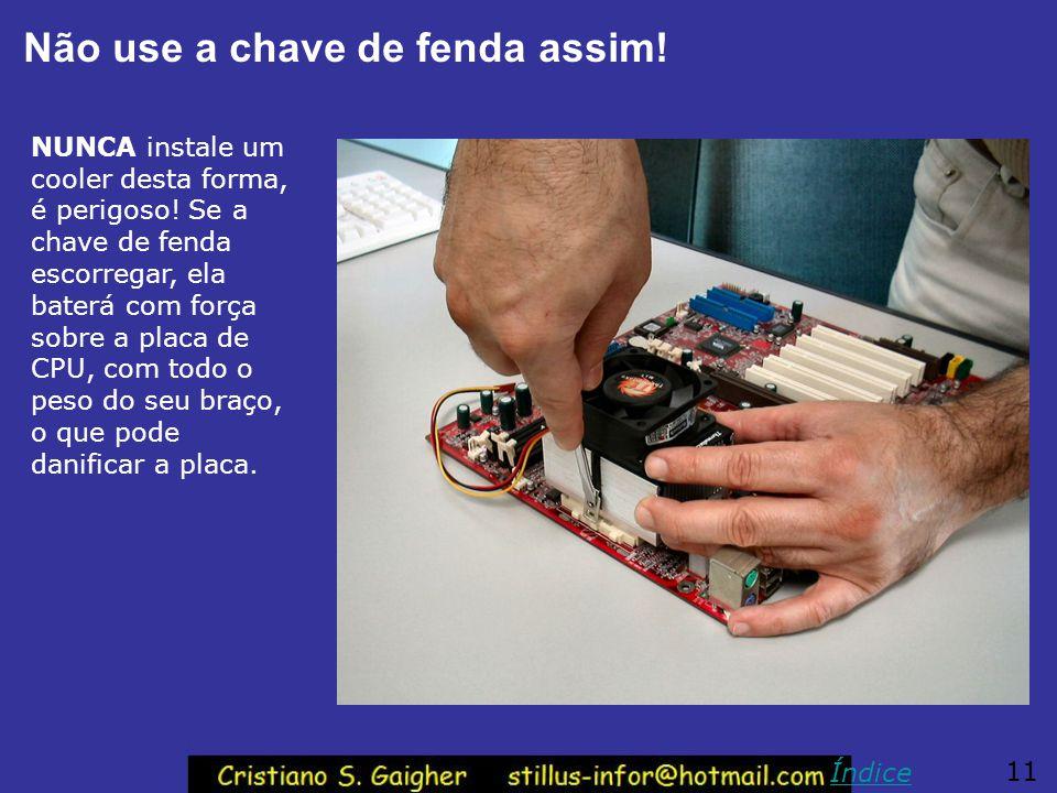 Manuseio do cooler Com a mão esquerda, segure cuidadosamente o cooler como na figura acima. Quem for canhoto, deve ser obviamente usada a mão direita.
