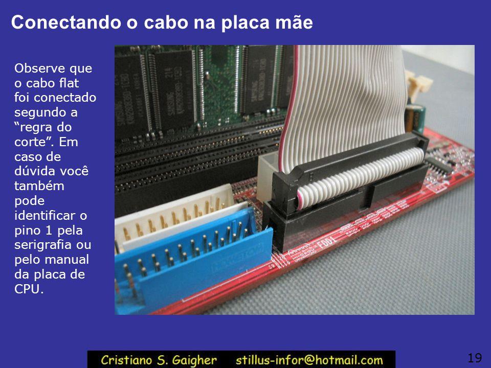 """Cabo flat do drive de disquetes O cabo flat do drive de disquetes deve ser ligado ao conector de 34 pinos indicado como """"FLOPPY"""", """"FDC"""" ou """"FDD"""" na pl"""
