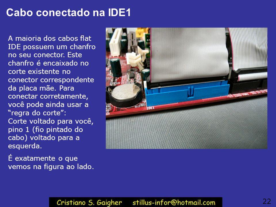 Cabo flat para o disco rígido Conecte inicialmente o cabo flat da interface IDE primária. Recomendamos que aí seja instalado o disco rígido, portanto