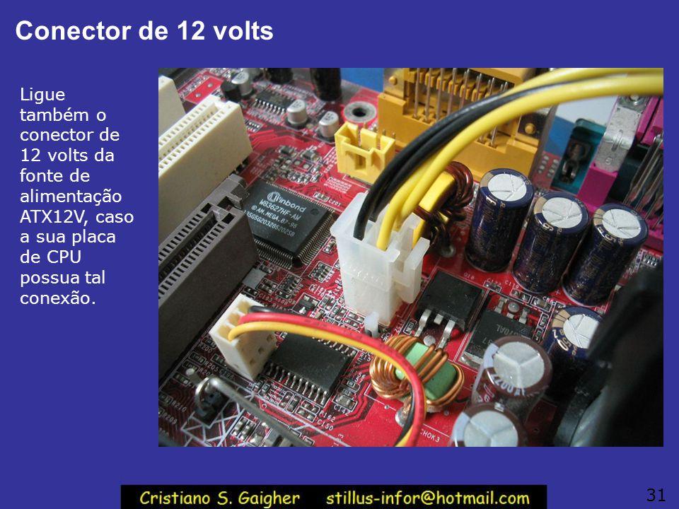 Conector ATX principal Se os cabos forem suficientemente compridos, podemos ligar agora a fonte de alimentação. Na figura ao lado vemos a ligação do c