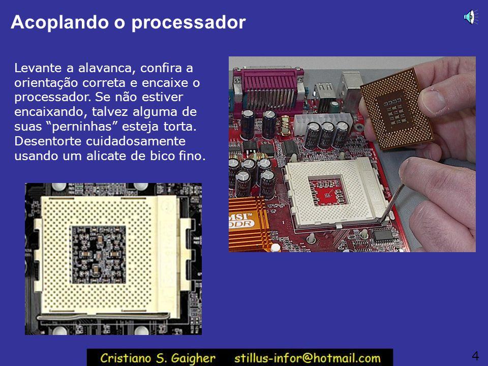 Acoplando o processador Levante a alavanca, confira a orientação correta e encaixe o processador.