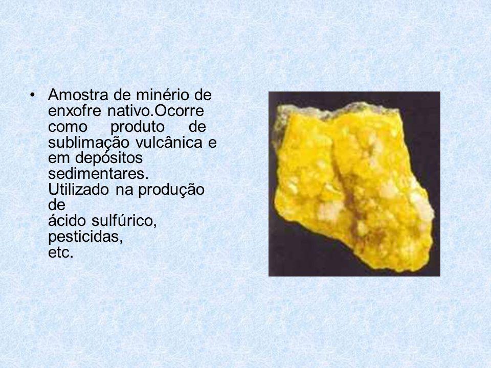 •Amostra de minério de enxofre nativo.Ocorre como produto de sublimação vulcânica e em depósitos sedimentares.