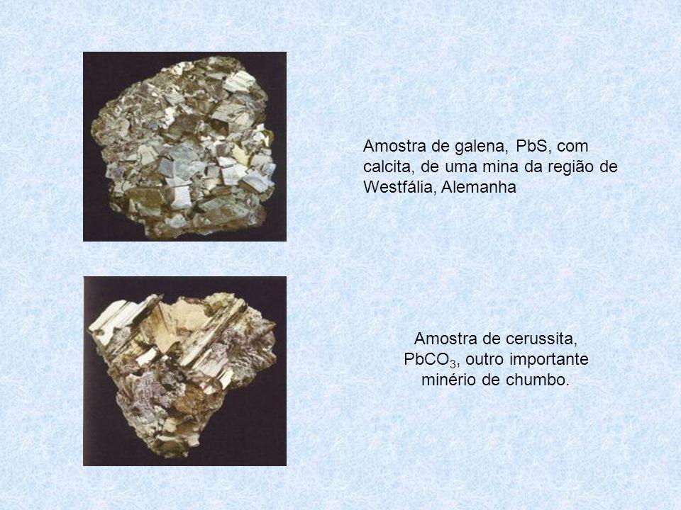 Amostra de galena, PbS, com calcita, de uma mina da região de Westfália, Alemanha Amostra de cerussita, PbCO 3, outro importante minério de chumbo.