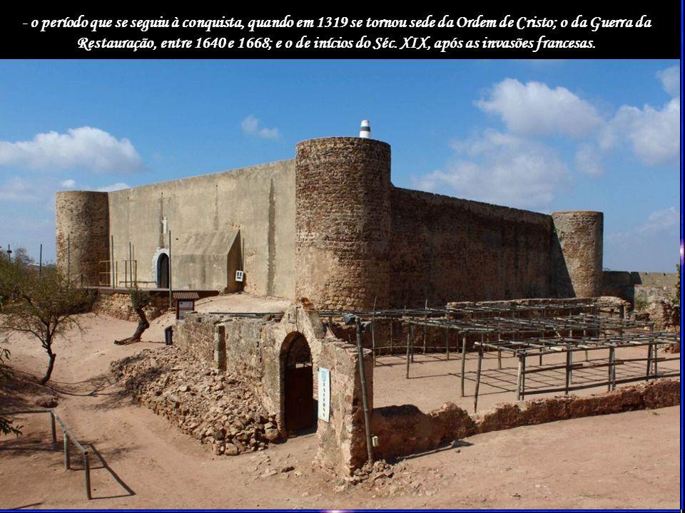 No interior deste Revelim, edificou-se a Ermida de Santo António, uma construção barroca de boa qualidade arquitectónica, com capela-mor quadrangular delimitada por fortes pilares-cunhais.