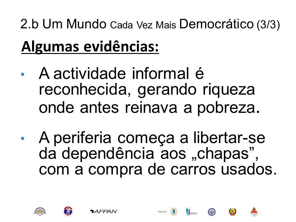 2.b Um Mundo Cada Vez Mais Democrático (3/3) Algumas evidências: • A actividade informal é reconhecida, gerando riqueza onde antes reinava a pobreza.