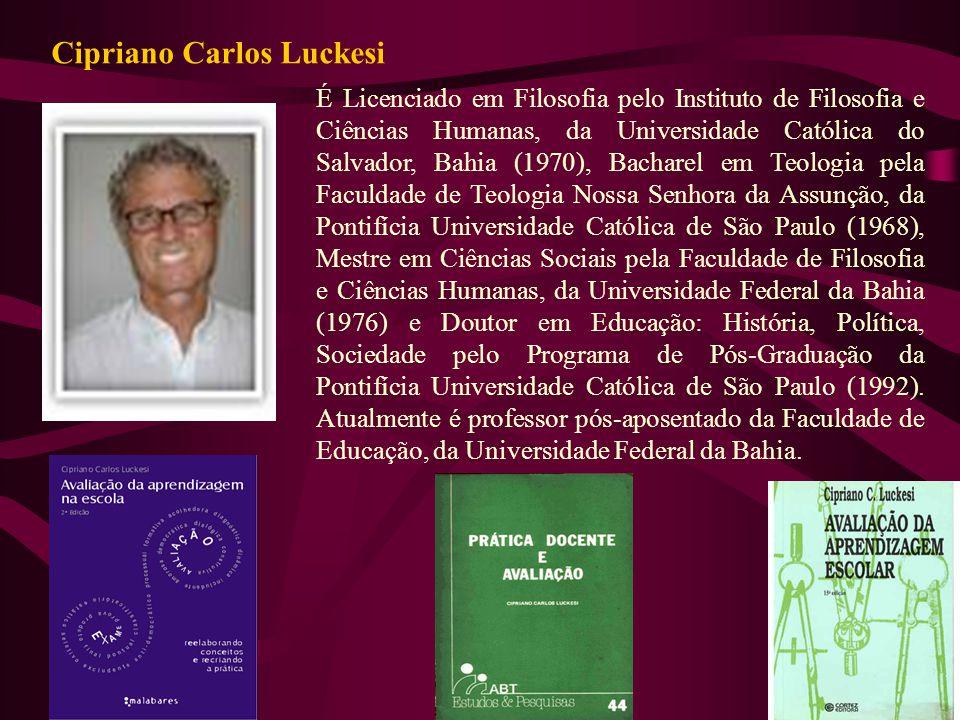 É Licenciado em Filosofia pelo Instituto de Filosofia e Ciências Humanas, da Universidade Católica do Salvador, Bahia (1970), Bacharel em Teologia pel