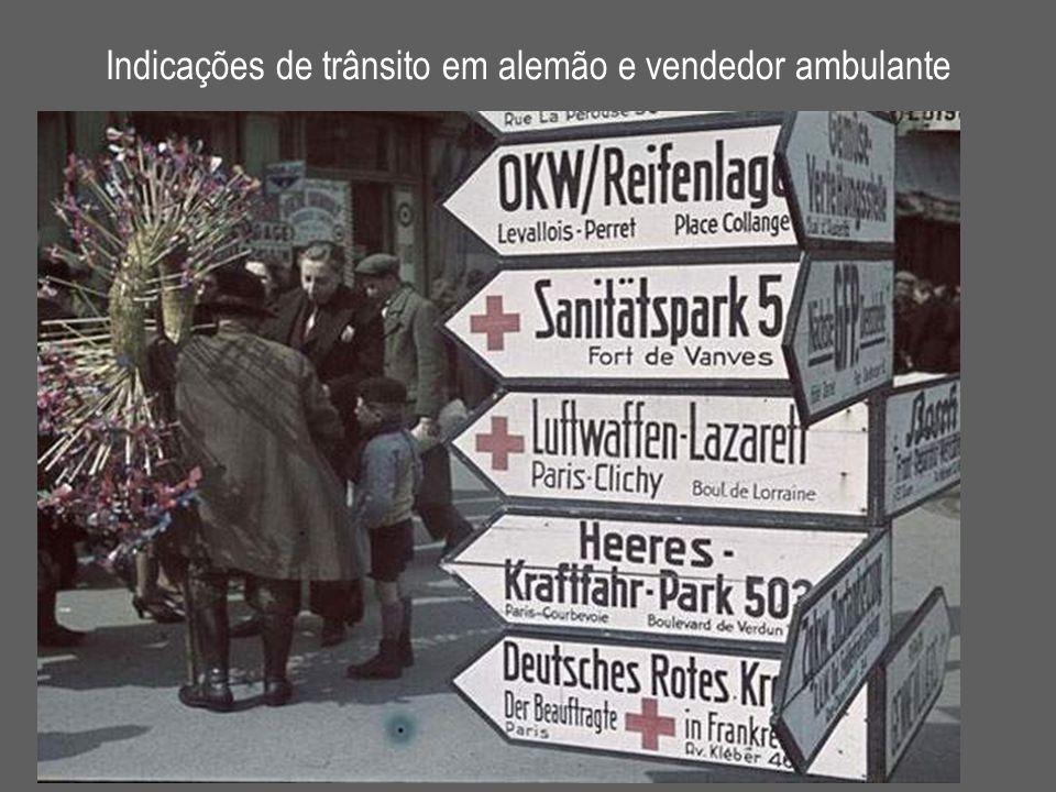 Indicações de trânsito em alemão e vendedor ambulante