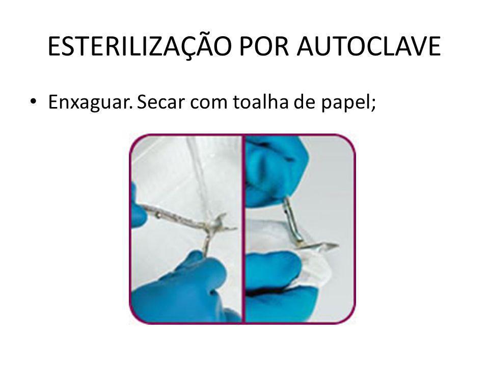 ESTERILIZAÇÃO POR AUTOCLAVE • Enxaguar. Secar com toalha de papel;