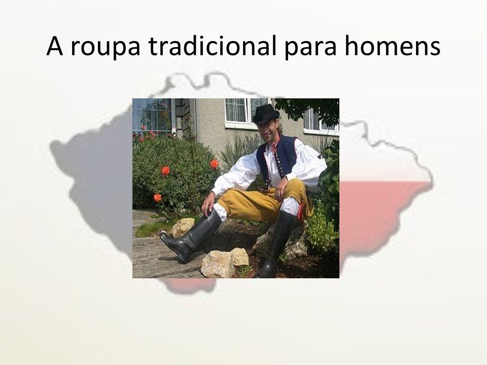 • A roupa tradicional para homens consiste numas botas altas e pretas, numas calças amarelas ou pretas, num colete azul ou preto, uma camisola branca e num chapéu.