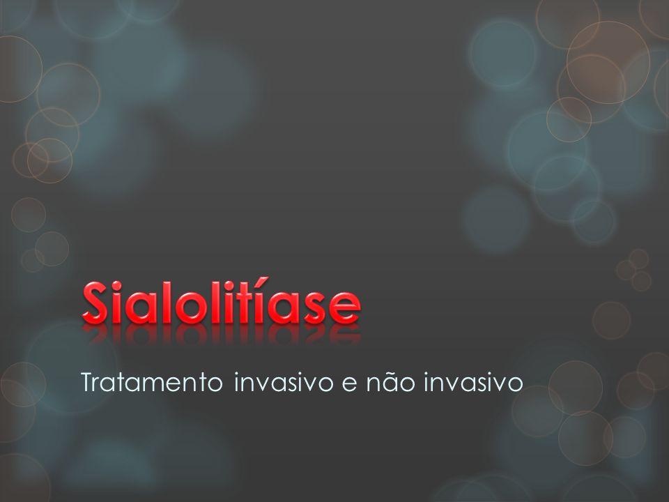 cálculos ou sialolitos  Doença das glândulas salivares caracterizada pela formação de cálculos ou sialolitos no interior dos ductos ou do próprio parênquima.