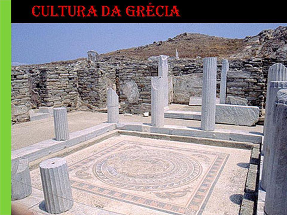 A Grécia está situada no sudeste da Europa, no sul da península balcânica.