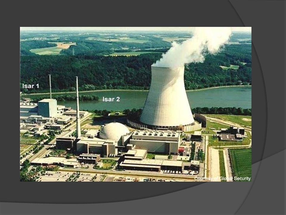 VANTAGENS DA ENERGIA NUCLEAR:  Não libera gases estufa;  Exigência de pequena área para construção da usina;  Grande disponibilidade do combustível;  Pequeno risco no transporte do combustível;  Pequena quantidade de resíduos;  Independência de fatores climáticos (ventos; chuvas).