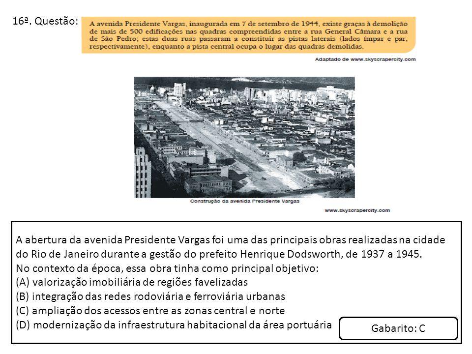 16ª. Questão: A abertura da avenida Presidente Vargas foi uma das principais obras realizadas na cidade do Rio de Janeiro durante a gestão do prefeito