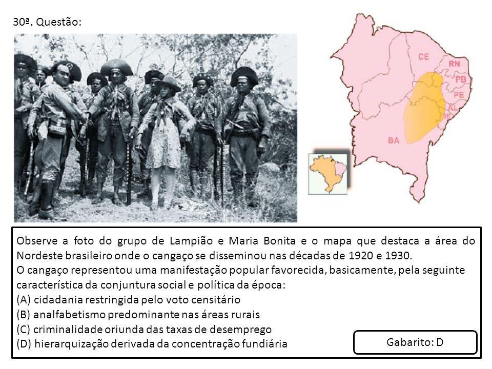 30ª. Questão: Observe a foto do grupo de Lampião e Maria Bonita e o mapa que destaca a área do Nordeste brasileiro onde o cangaço se disseminou nas dé