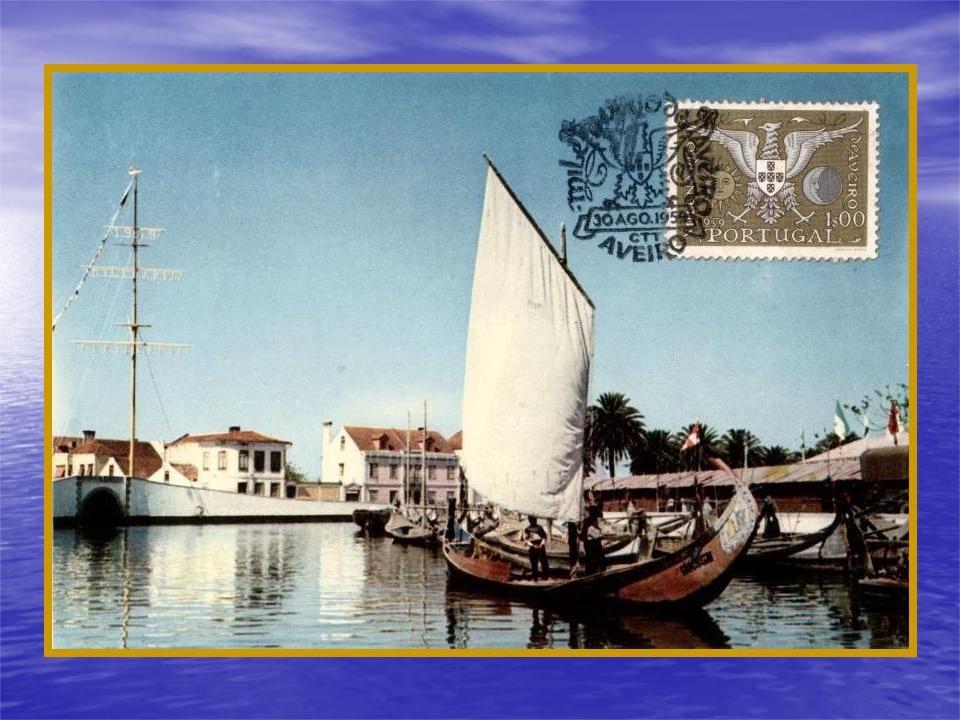 Barcas no canal principal da cidade de Aveiro, na altura do milénio do primeiro documento escrito relativo à vila de então.
